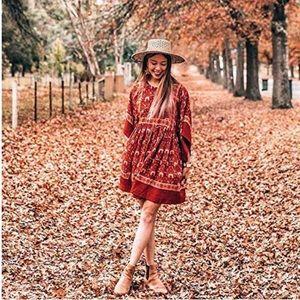 Dresses & Skirts - Red pattern dress